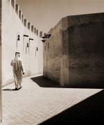 kd5-09-arabic-man-walking-dhs-3500-35x42-cms